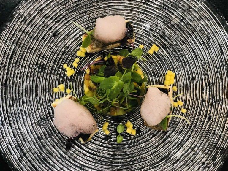 Arrosto di muggine al sentore di lavanda, con frutta estiva, citronella e aria di anguria