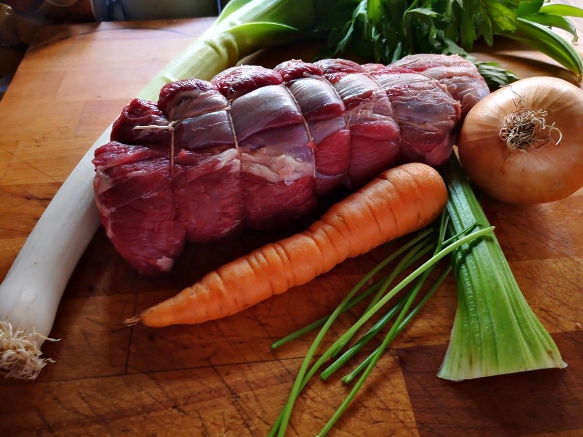 Sugo di carne ricetta. Ingredienti per il brodo