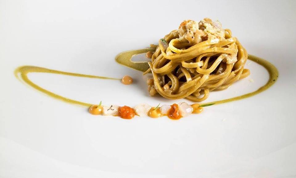 Un piatto del ristorante Lunasia: pasta all'uovo con sugo di mare
