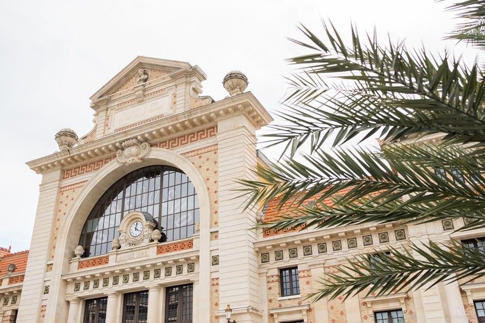 La facciata della vecchia Gare du Sud di Nizza