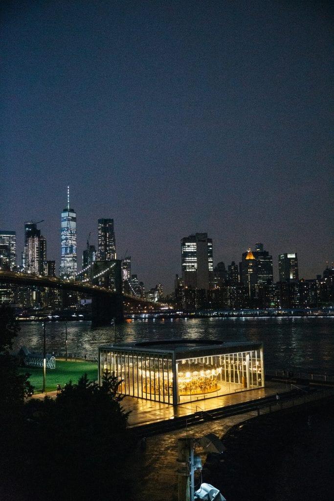Immagine serale del roof del Time Out Market New York 1 - CREDIT Fara Silver