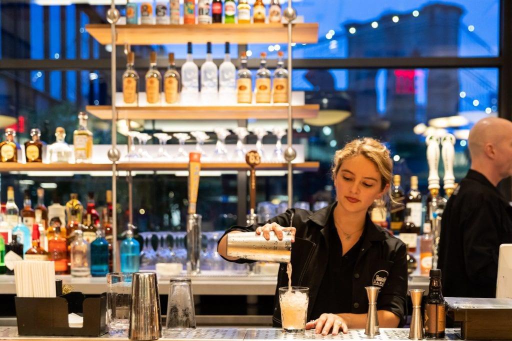 Cocktail bar al Time Out Market New York 3 - CREDIT NITZAN RUBIN