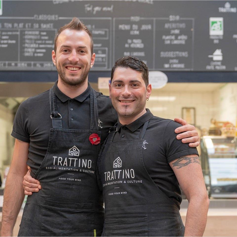 I due fratelli proprietari di Trattino, Ettore e Davide, davanti al banco del loro ristorante