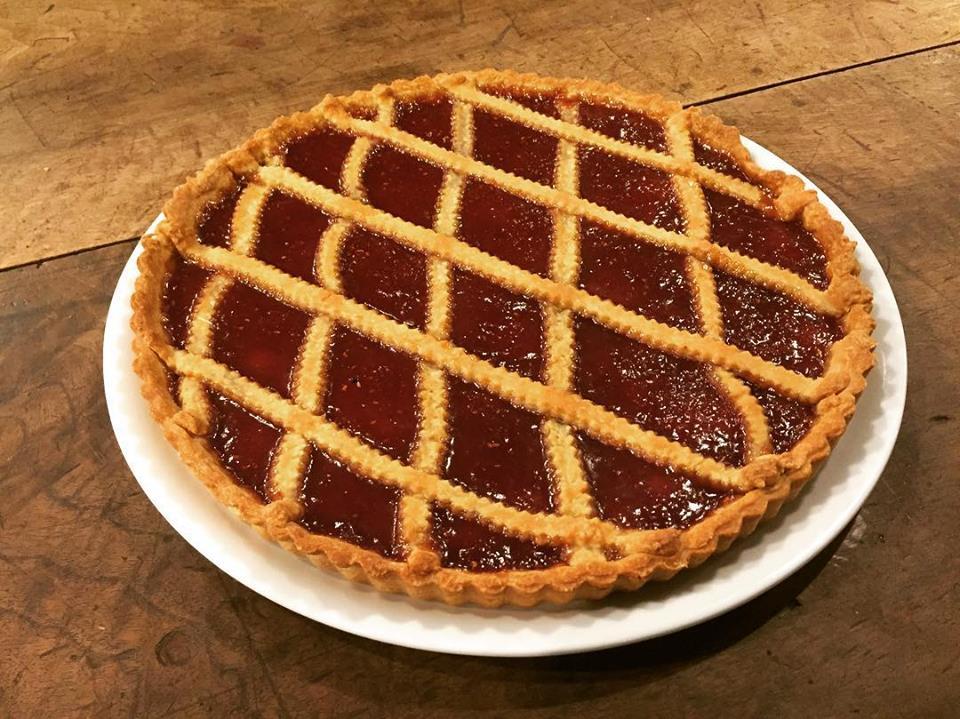 Una crostata con la marmellata di albicocche