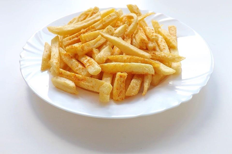 Piatto di patatine fritte