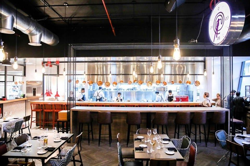 Ristorante di Masterchef: sala con cucina a vista a Dubai
