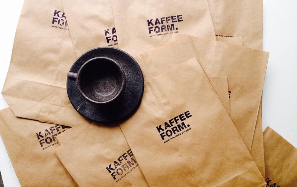 Tazza da cappuccino su buste di carta Kaffeeform