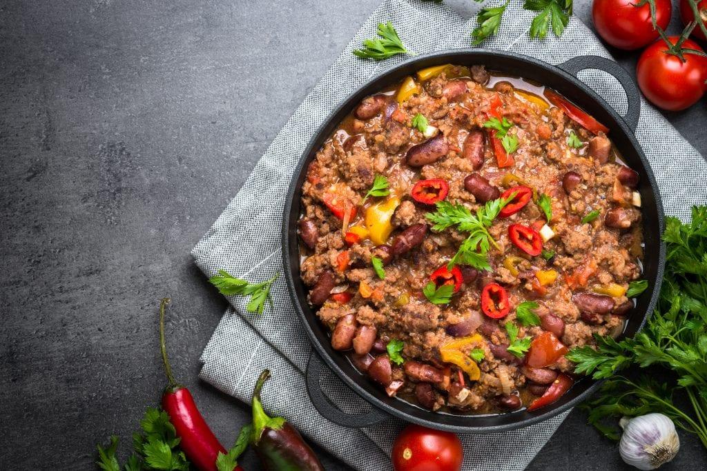 Piatto di chili con carne