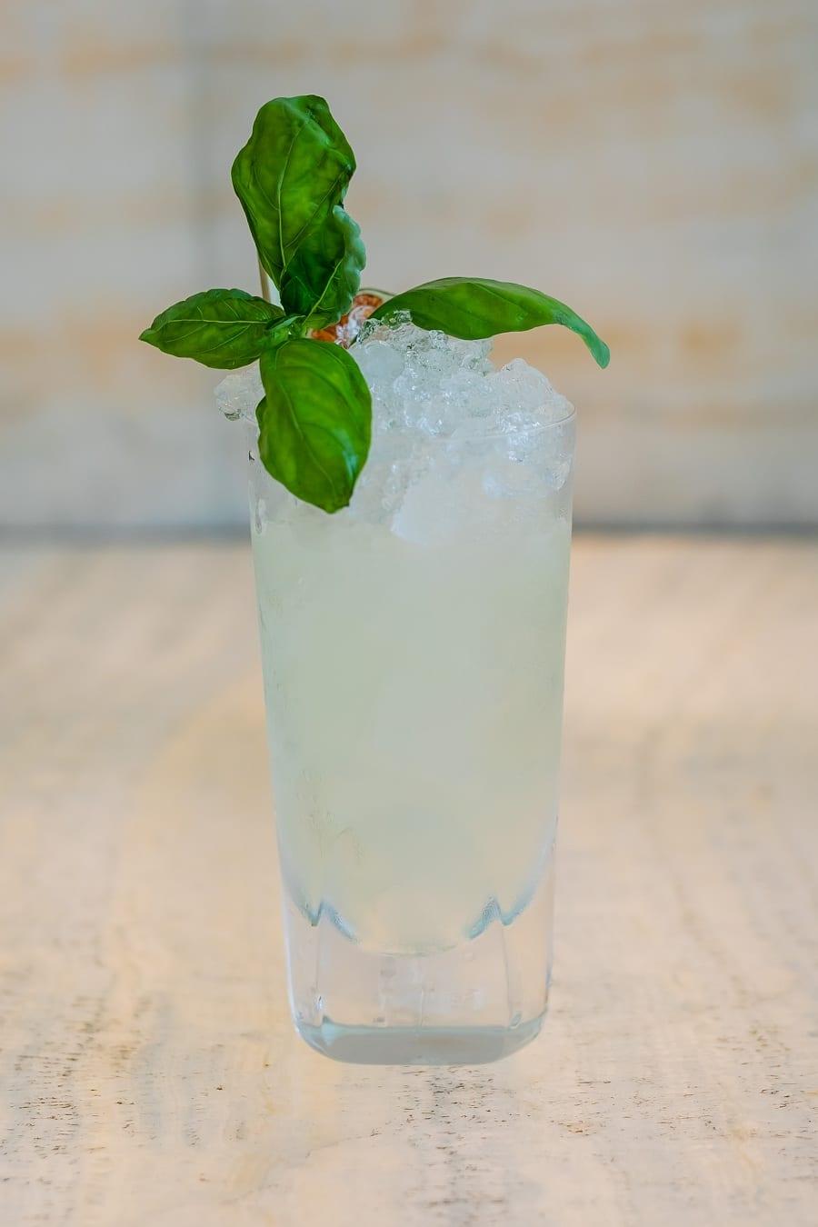 Privé: cocktail con basilico al Bamboo Bar