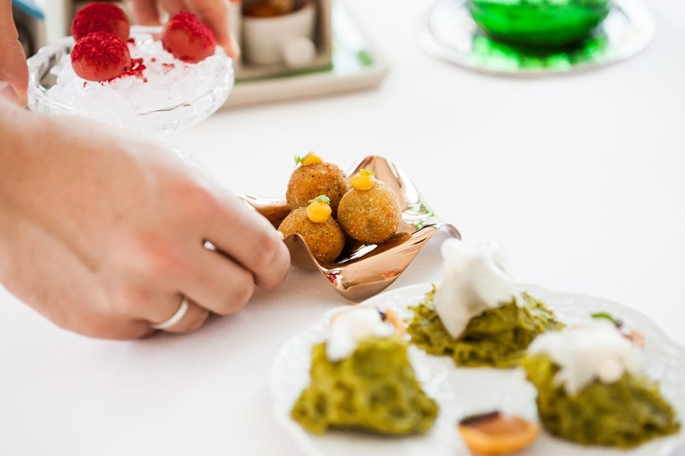 l'aperitivo romagnolo di Stefano Ciotti, con olive ascolane alla Rossini, spugne vegetali e squacquerone