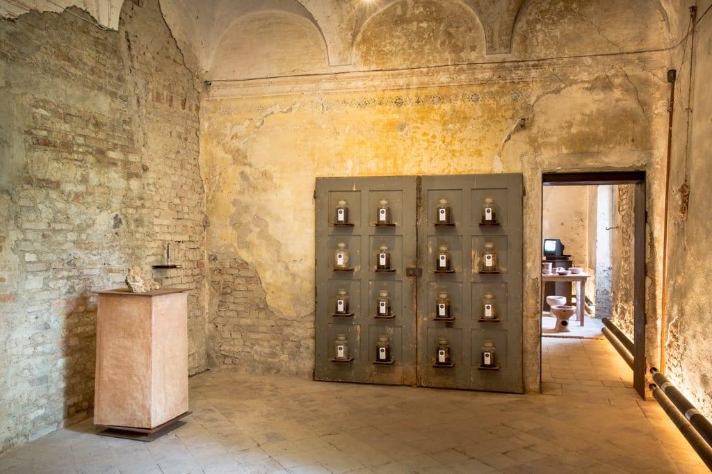 Una sala del Museo della Merda a Castelbosco