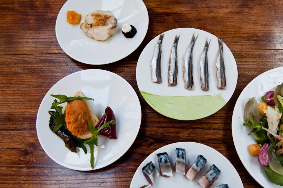 Assaggi di cucina di mare al piatto da Pane e Panelle a Bologna