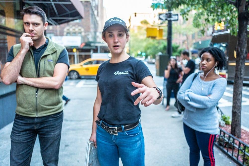 Hallie Meyer in strada a New York