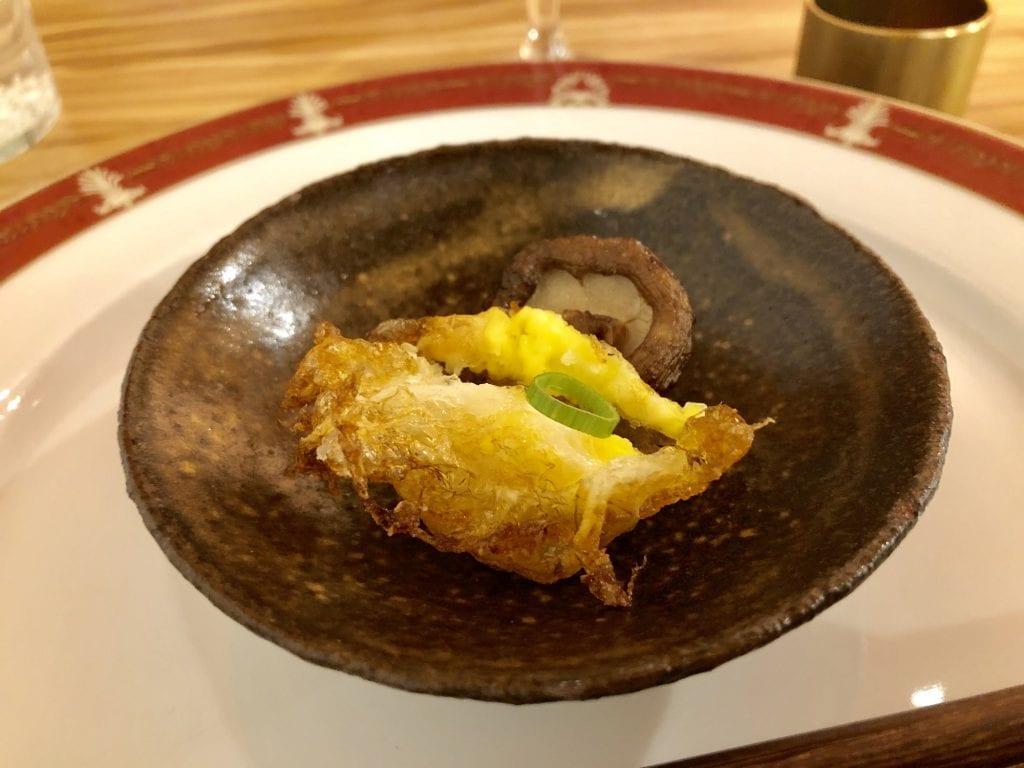 Un piatto di Wonton Milano regno dell'anatra pechinese