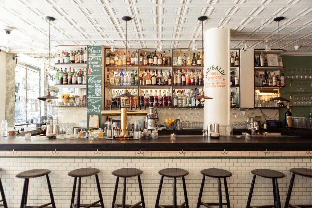 Il bancone del Dante Bar a New York