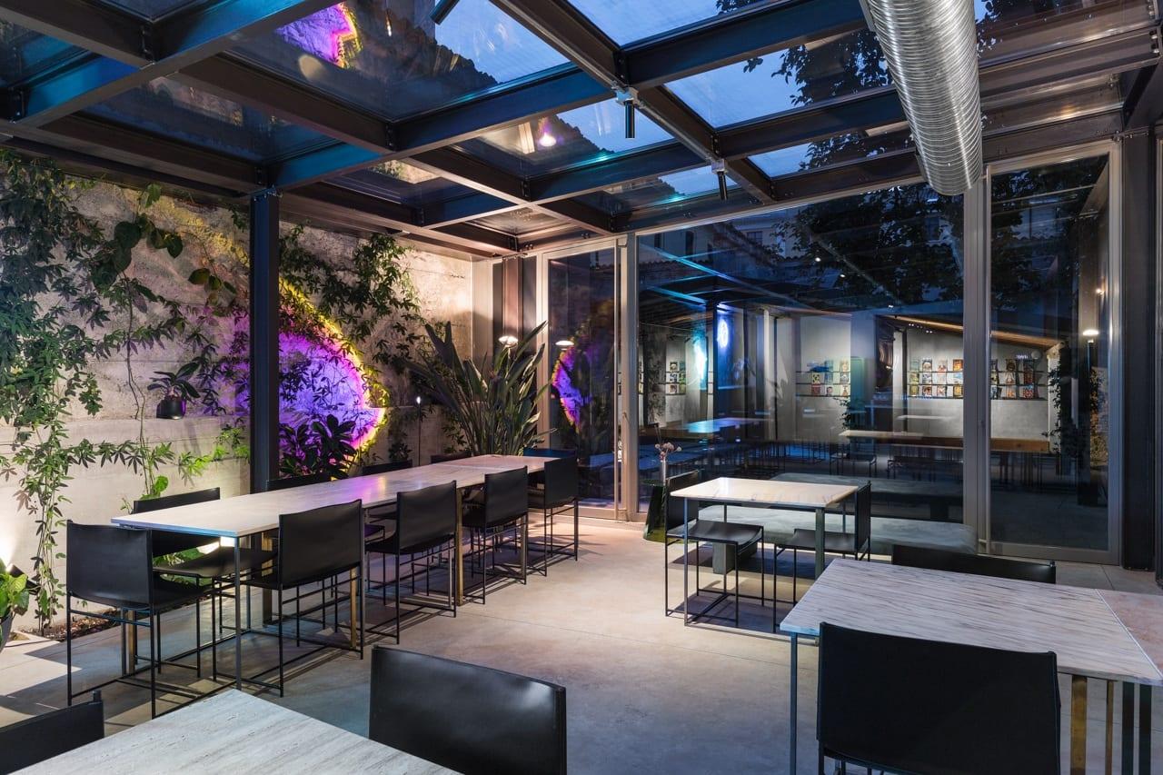 La green house di Motelombroso di sera