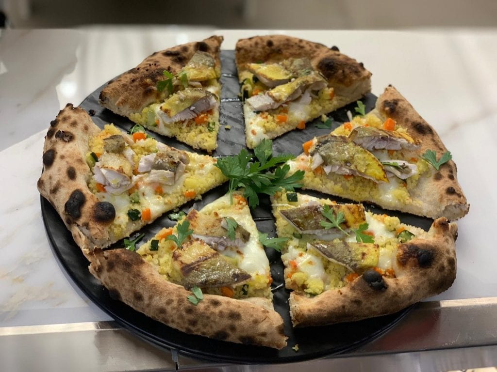 Pizza Ponente siculo con cous cous e ricciola. Lievita cucina terra mare JPG