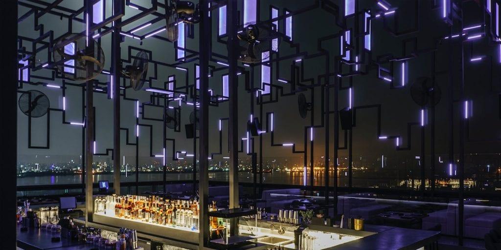 Spine, cocktail bar di Beirut, di notte
