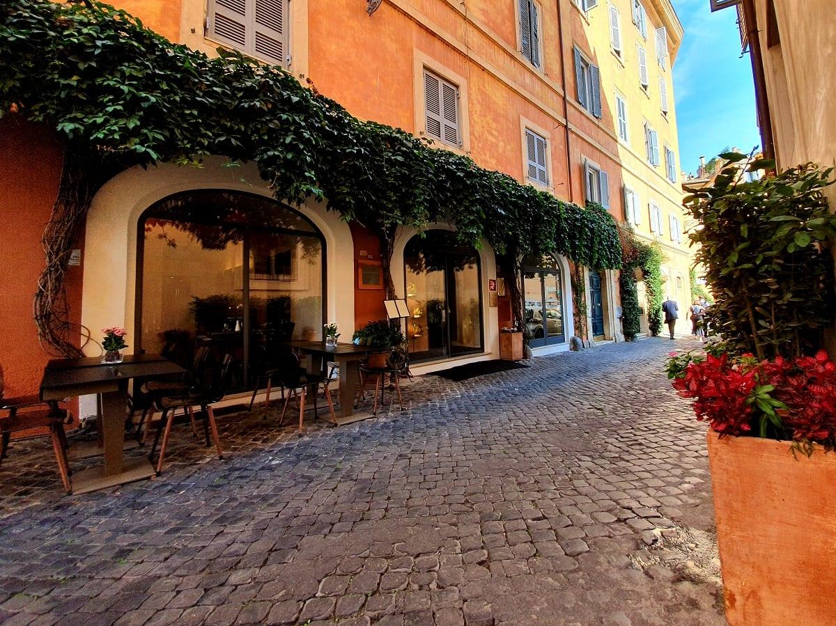 Il ristorante Per Me di Giulio Terrinoni: esterno su strada