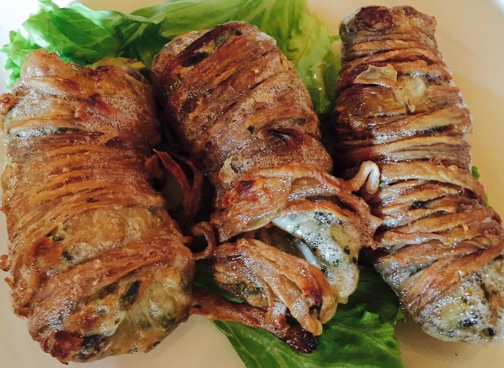 Bombette, turcinieddi e salsiccia in punta di coltello. Patate, cipolle, zucchine e peperoni alla cenere