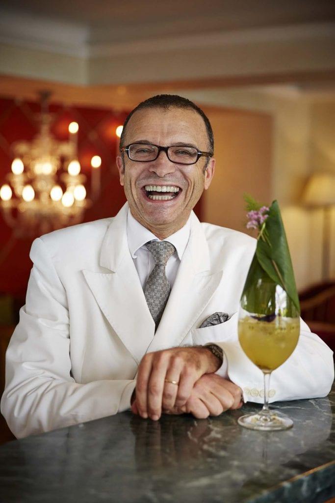 Walter Bolzonella con il drink Nina's Passion