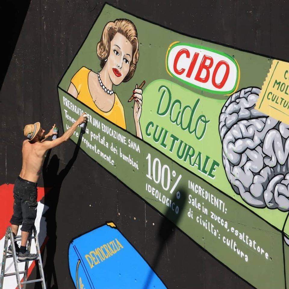 Cibo al lavoro su un murale