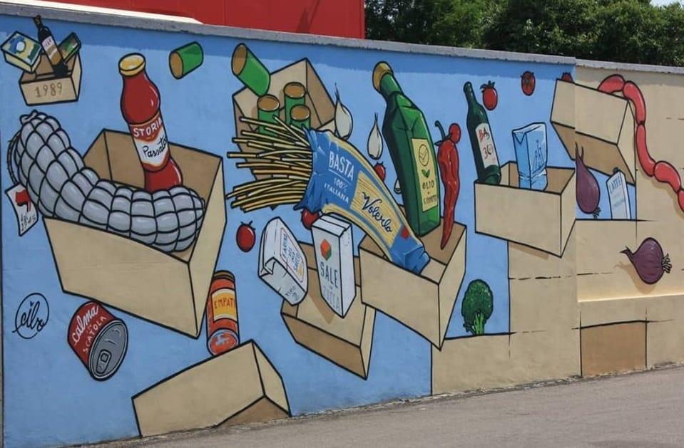Un murales di Cibo con la spesa per il banco alimentare