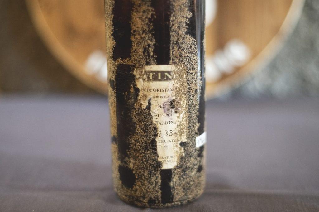 bottiglia di vernaccia contini