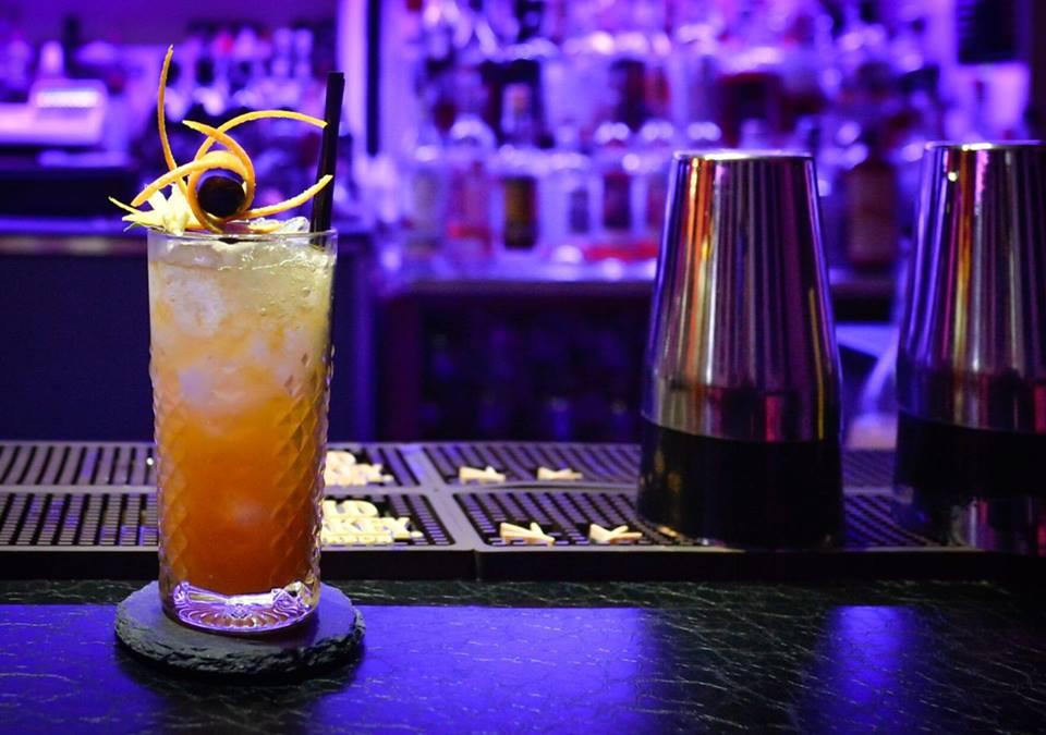 Un cocktail di Barz8 al bancone