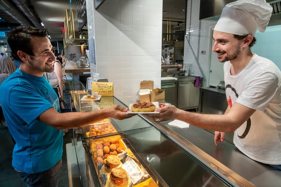 Il banco dei fritti di Pastella al Mercato Centrale di Torino