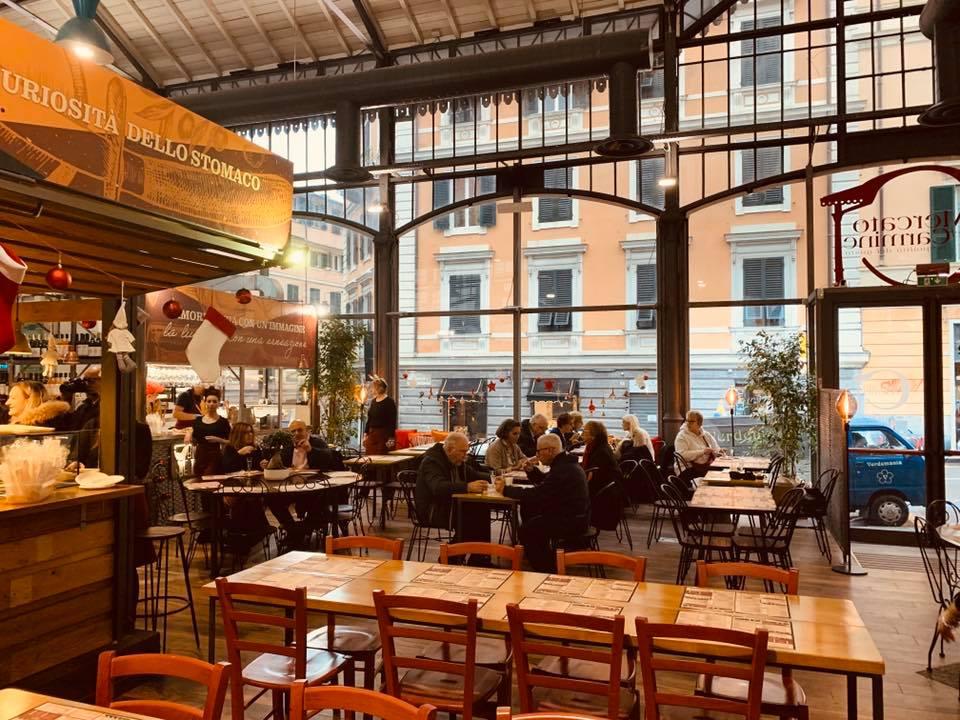 L'interno del nuovo Mercato del Carmine di Genova