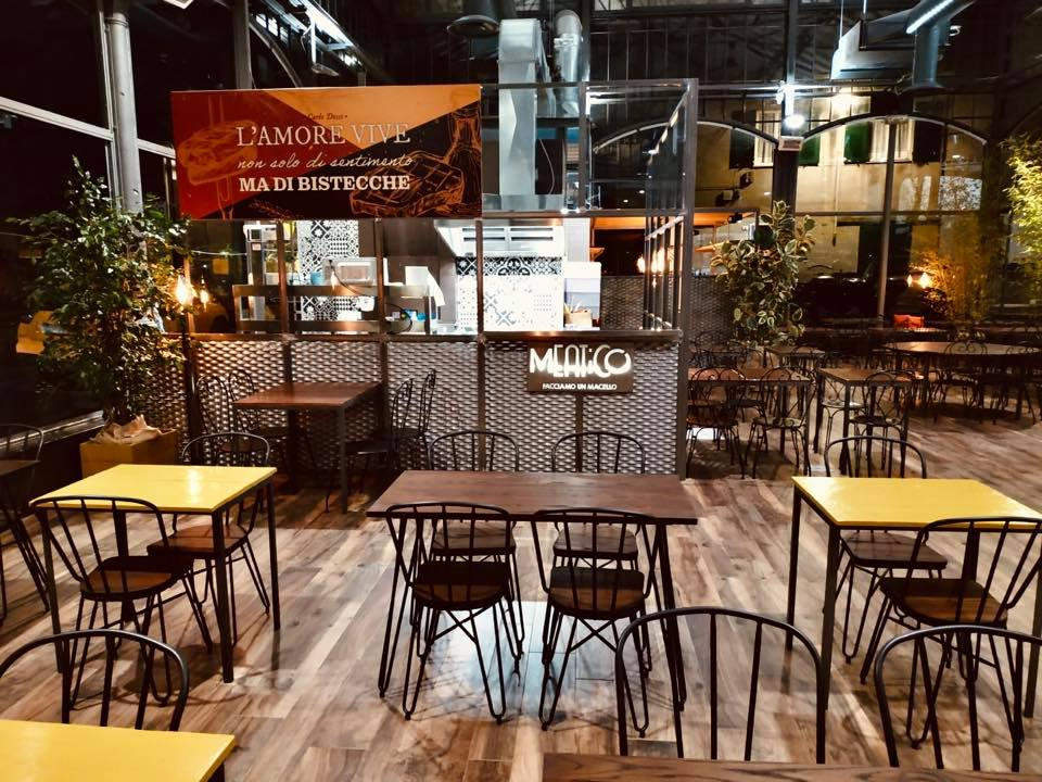 Meatico al mercato del Carmine di Genova, tavoli e banco