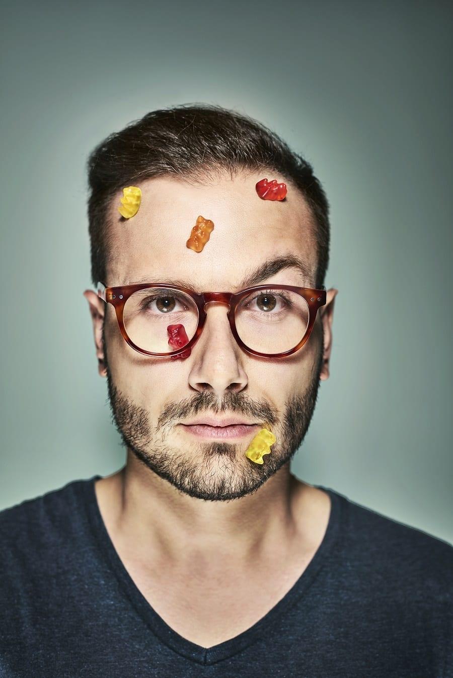 Federico Rottigni, ritratto con caramelle gommose