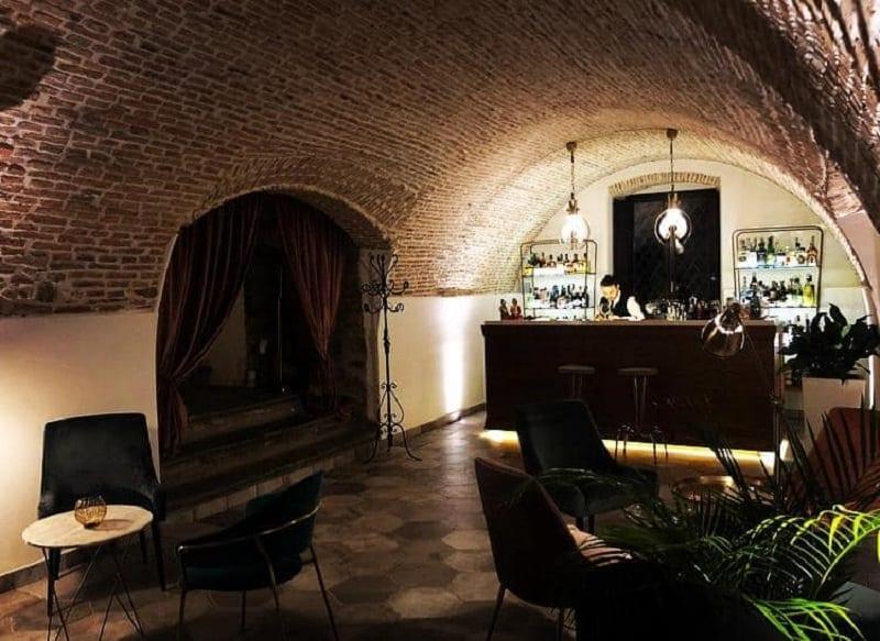 Aspro Cocktail Bar: la sala e il banco