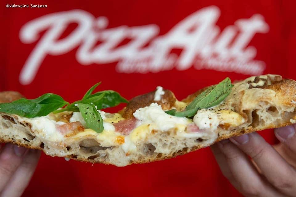 Una fetta di pizza di Pizzaut