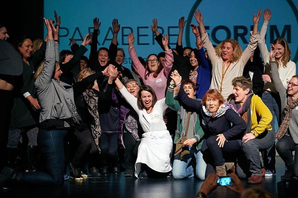 Le donne di Parabere insieme sul palco