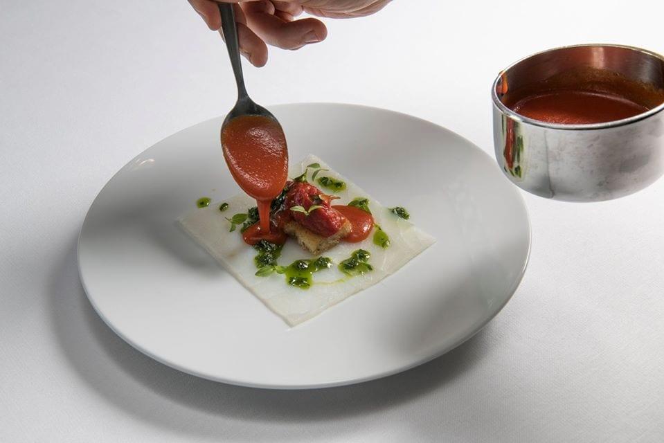 Un piatto di Max Poggi in preparazione