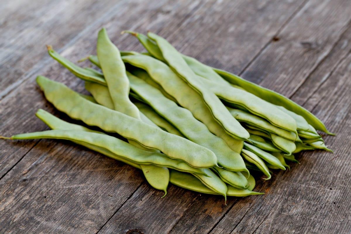 Prodotti del mese. Marzo: taccole e asparagi e due ricette di Oliver Glowig