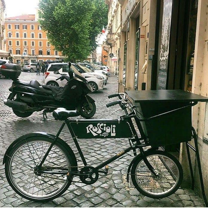 Bicicletta, esterno Roscioli Caffè