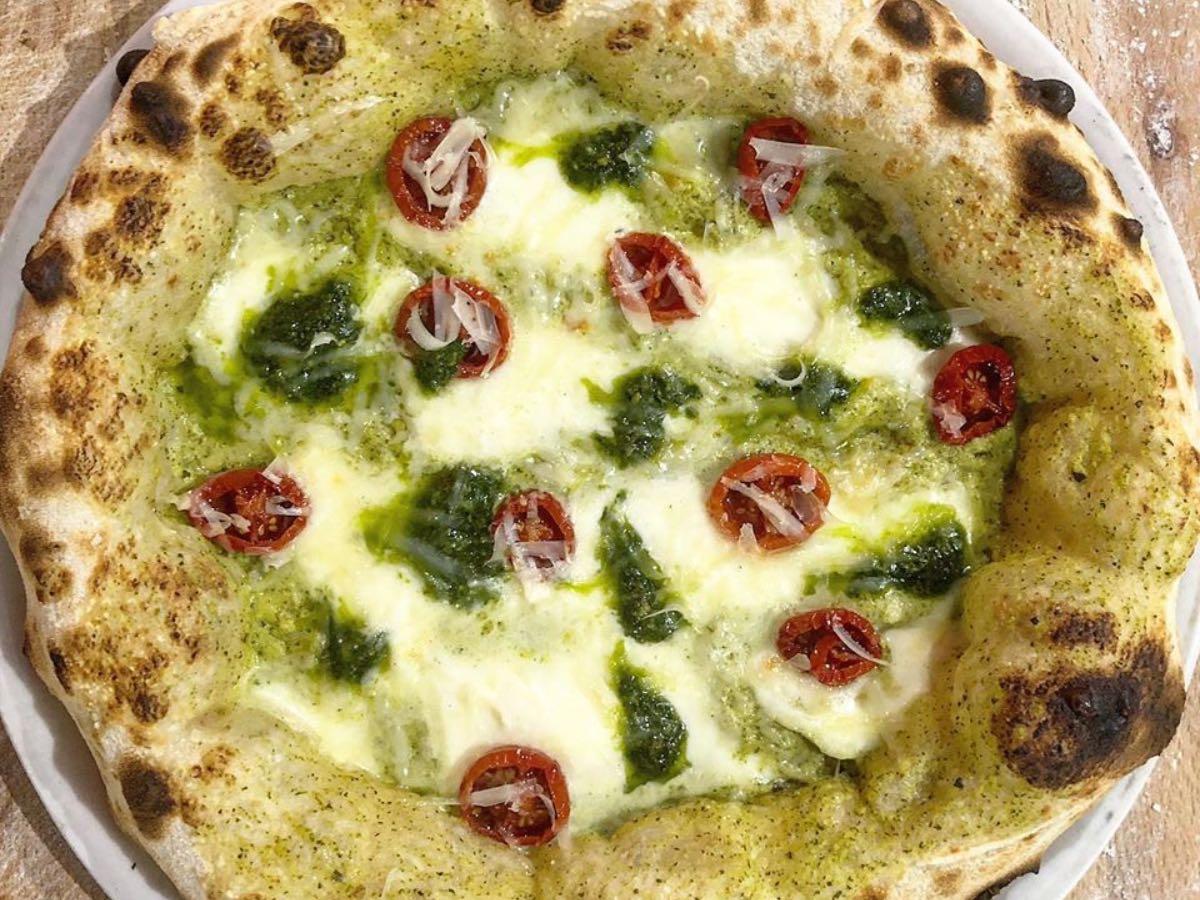 Mani in pasta. La ricetta della pizza vegetariana di Piano B a Siracusa