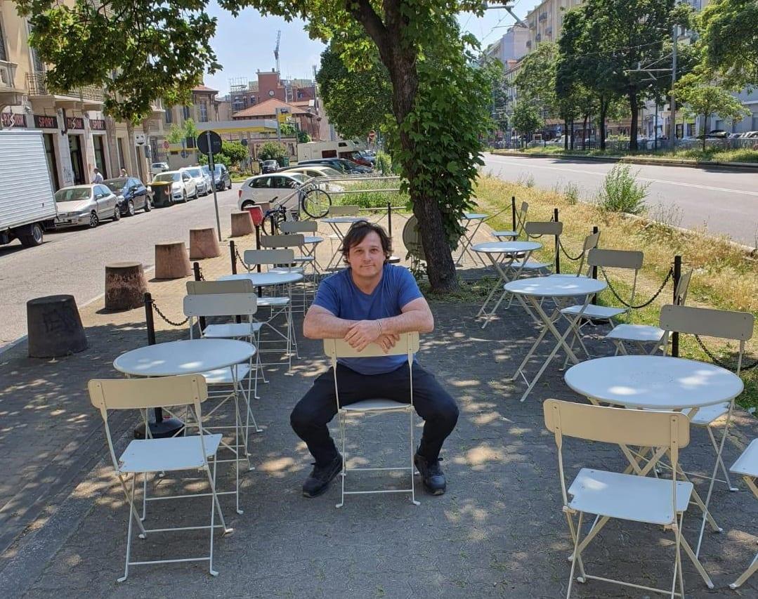 i tavolini di Fermata Bacalhau alla fermata del tram