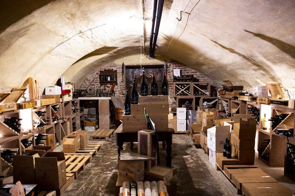 Cantina sotterranea Caffè La Crepa. Premiate Trattorie Italiane. Foto Vannucchi