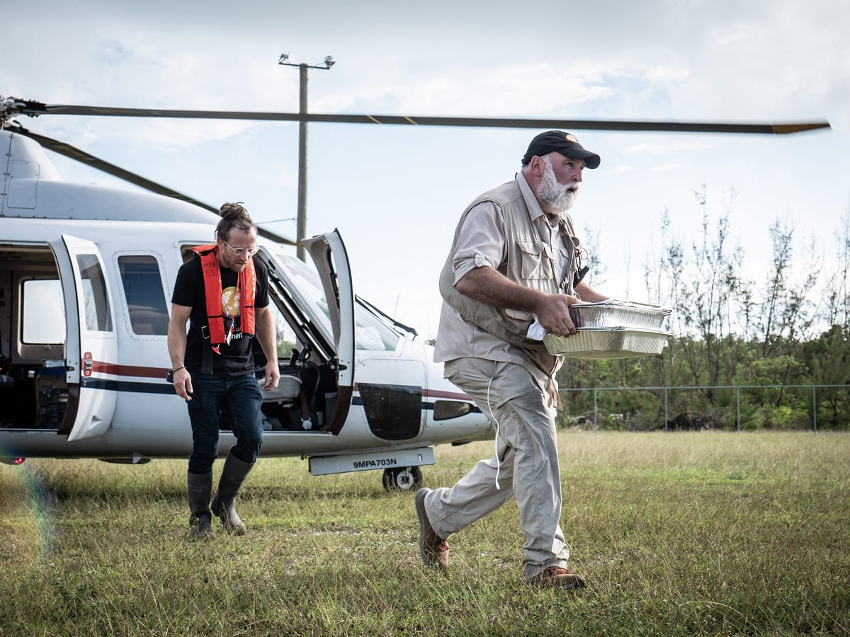 José Andrés in missione porta cibo a chi ne ha bisogno