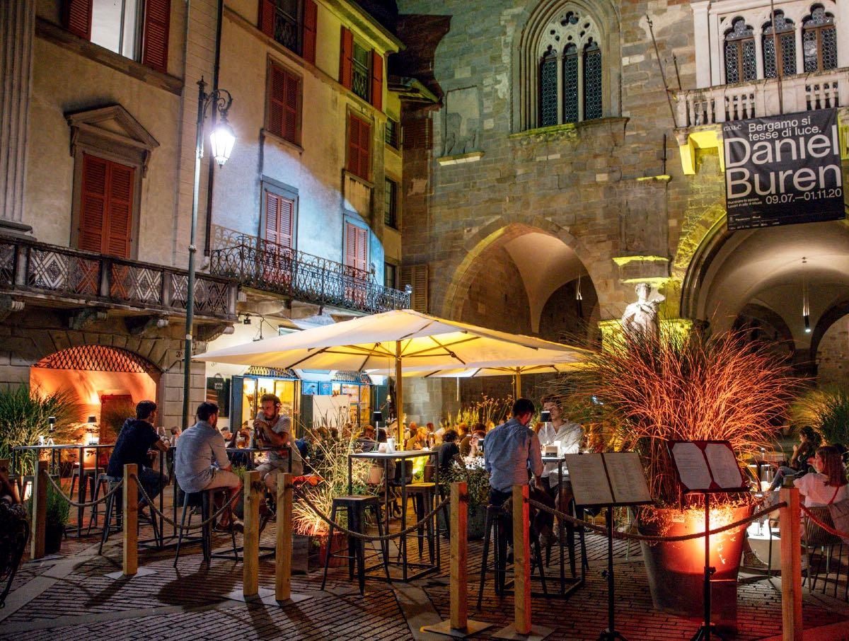 Mangiare all'aperto Bergamo - caffè del tasso - t garden