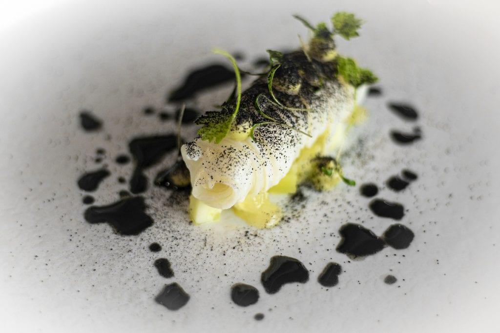 Il Glicine SANTA CATERINA chef STANZIONE Tagliatellina di seppia, avocado, cetriolo e limone salato Foto Alessandro Zanoni