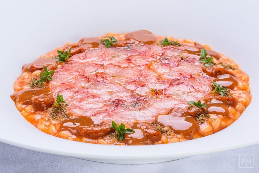 Pinchiorri. Riso al pomodoro con peperoni e gamberi rossi. Foto Palo Matteoni