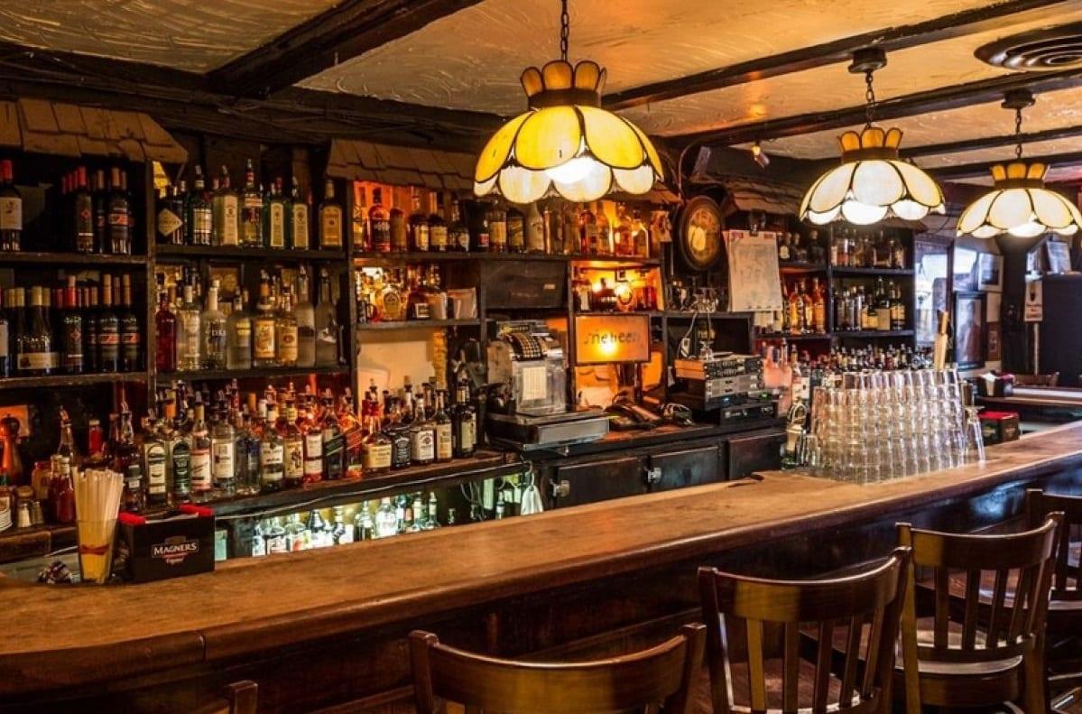 Il bancone di un pub irlandese
