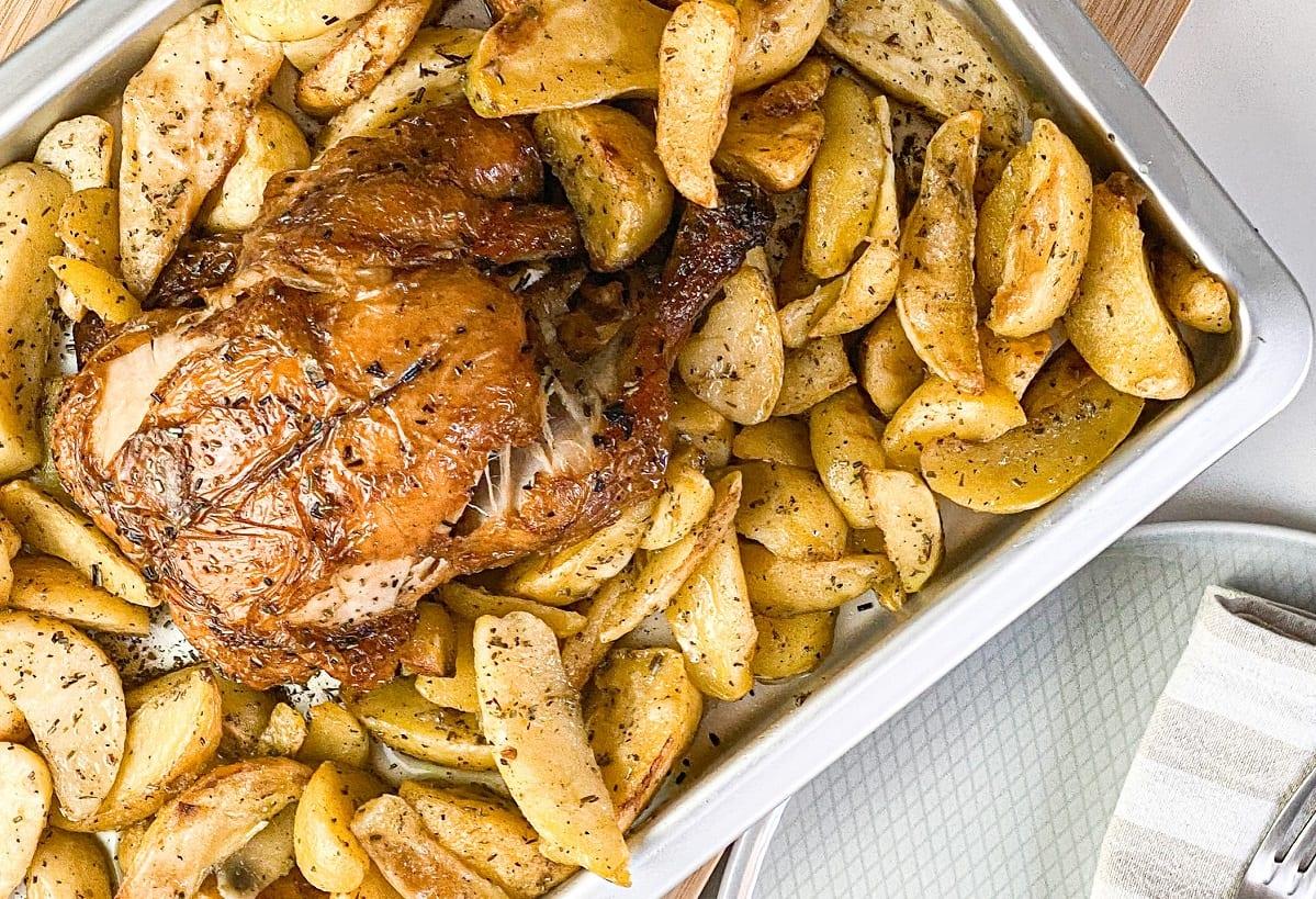 Pollo al forno con patate in teglia