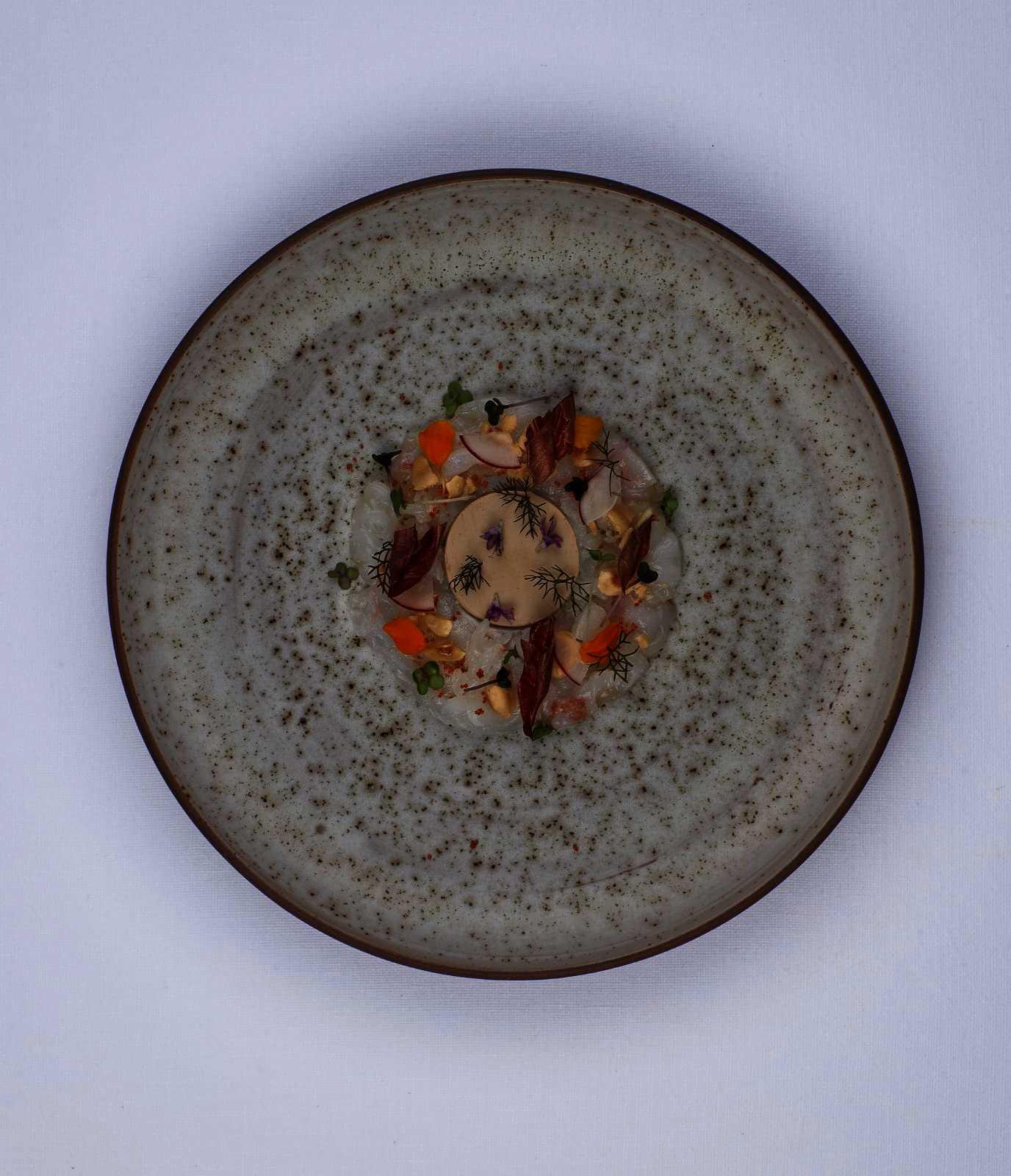 Crudo di scampi e foie gras alla nocciola