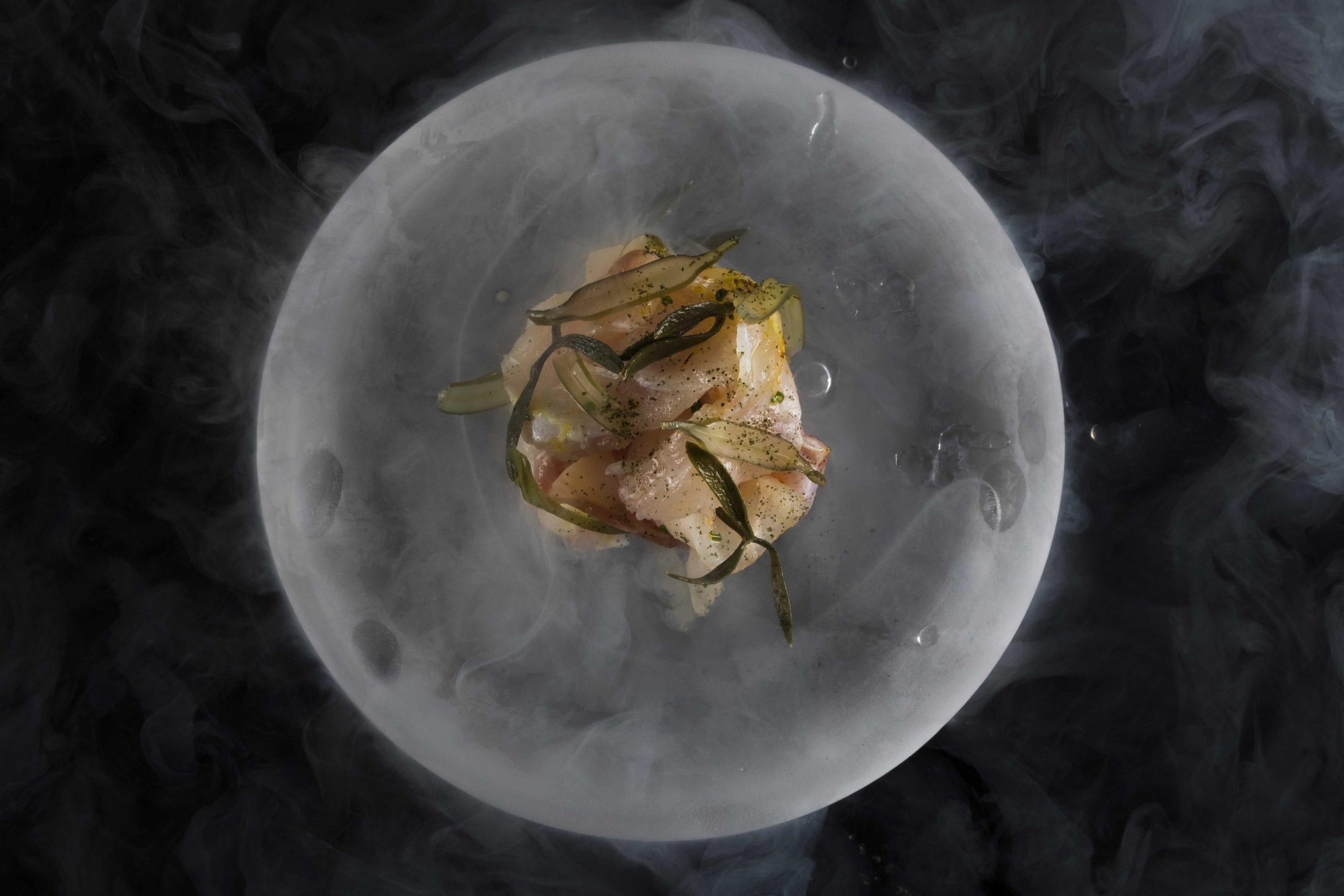 Cernia marinata con alghe e finocchio fermentato